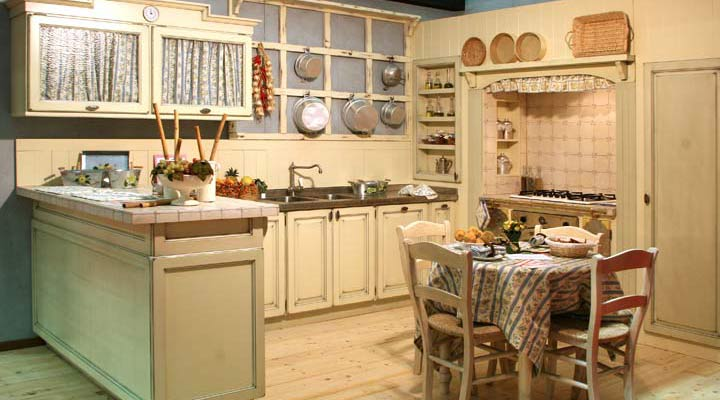 Come arredare una cucina country for Arredamento cucina country